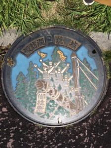 諏訪湖の御柱マンホール